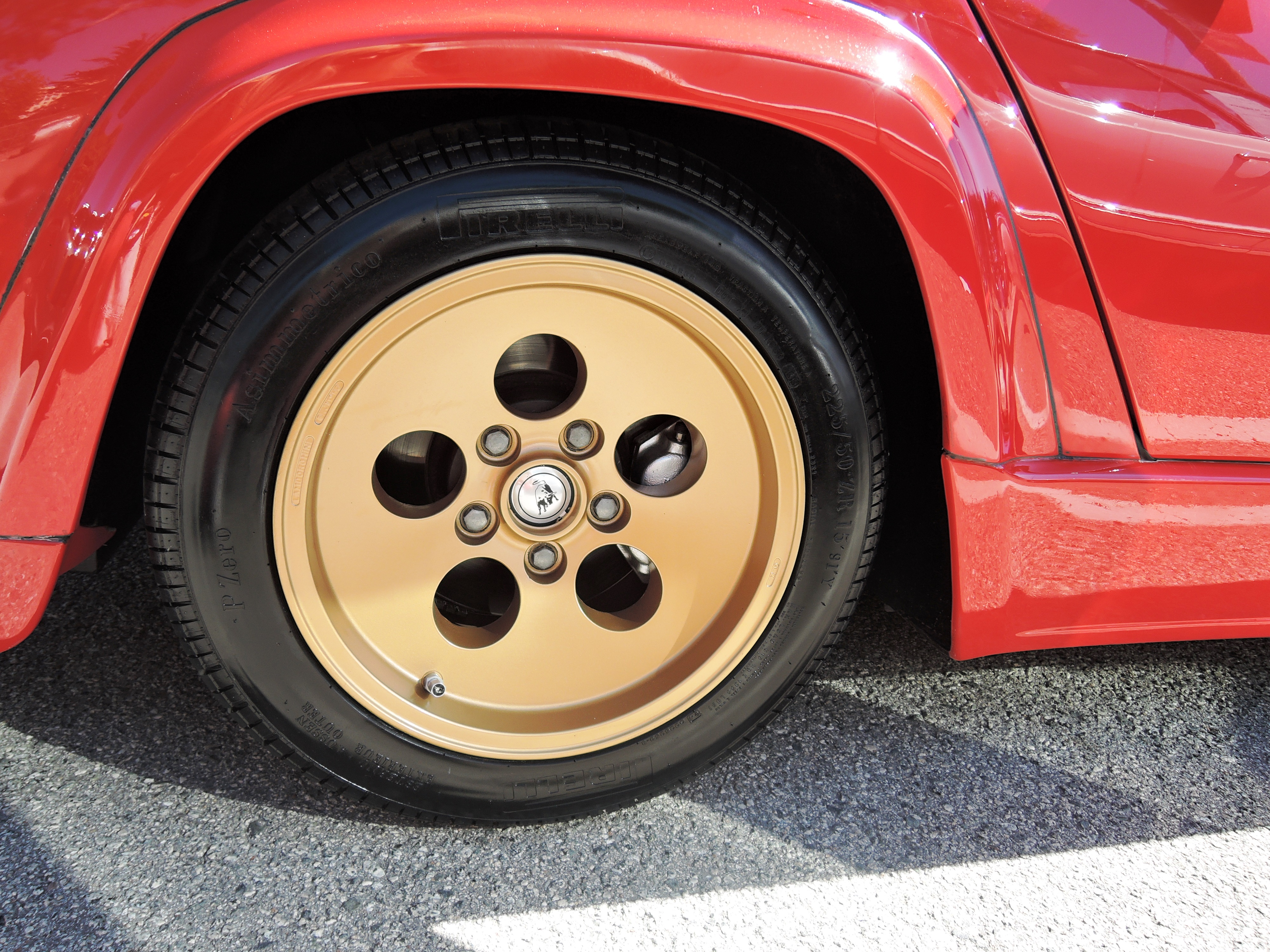 "15"" gold wheels on Lambo countach - classic car auctions"