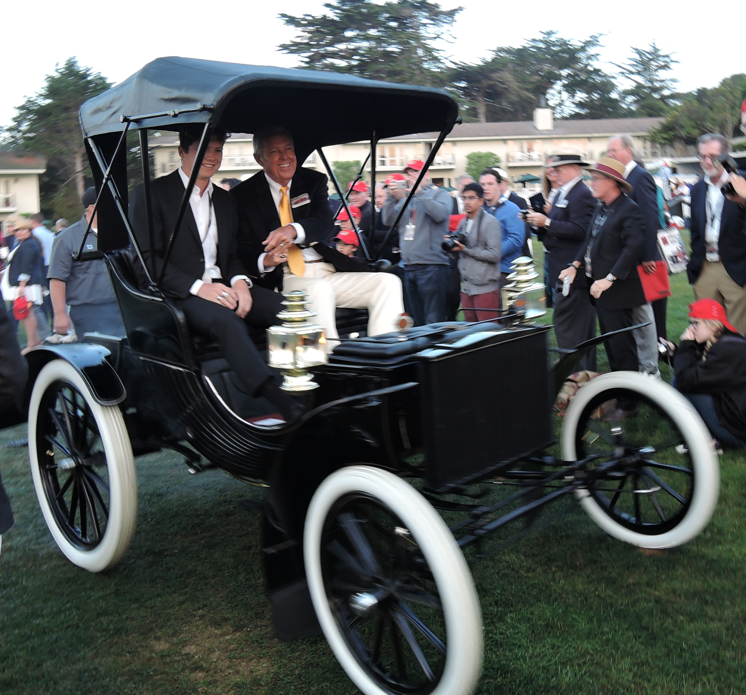 Barry Meguiar arrives in his 1901 Duryea XLS - concours d'elegance