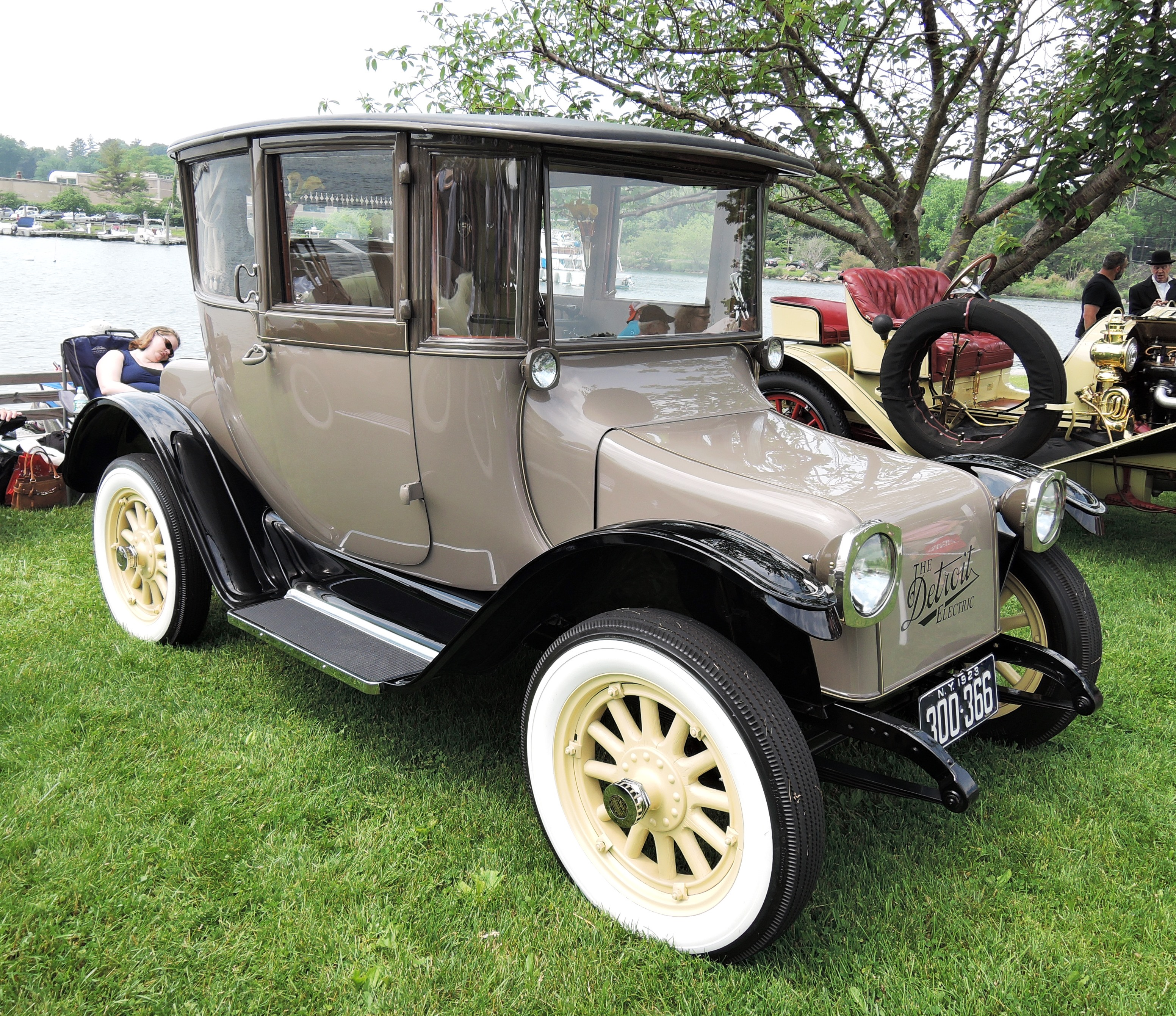 beige 1923 Detroit Electric 97B - greenwich concours