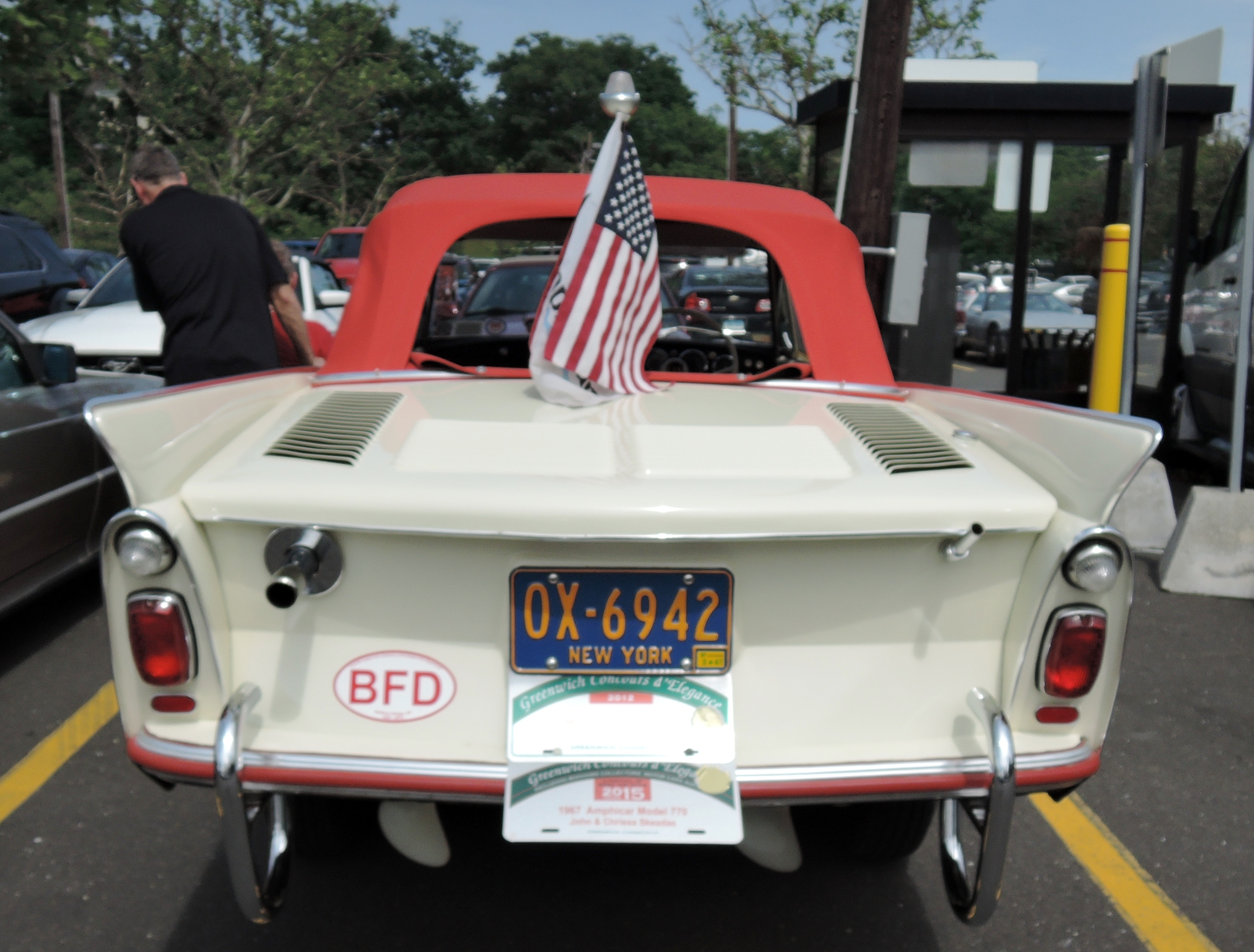white amphicar 770 - greenwich concours