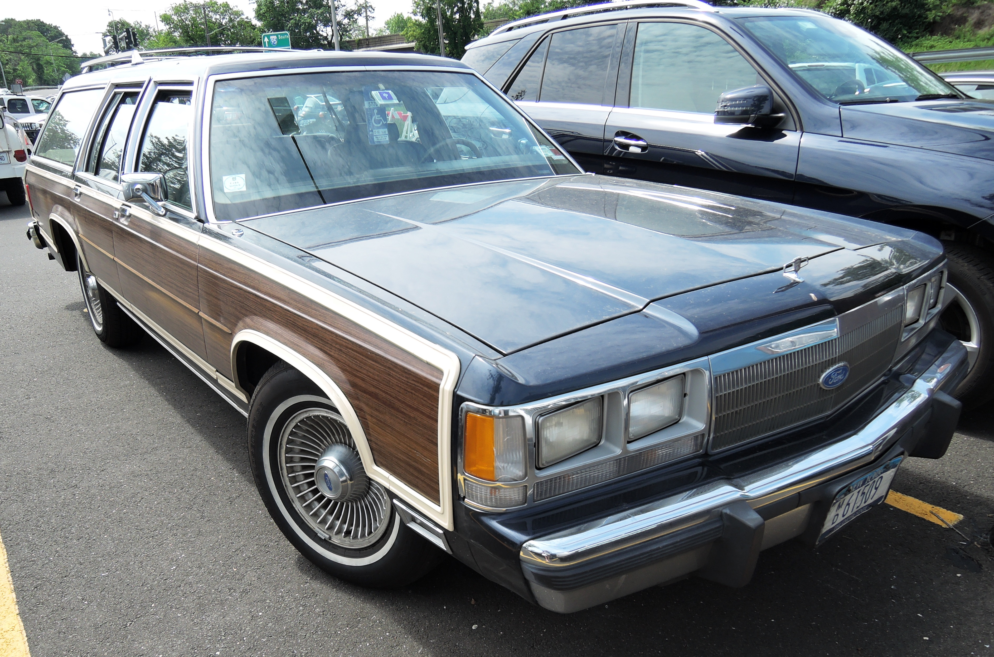 ford ltd station wagon - greenwich concours