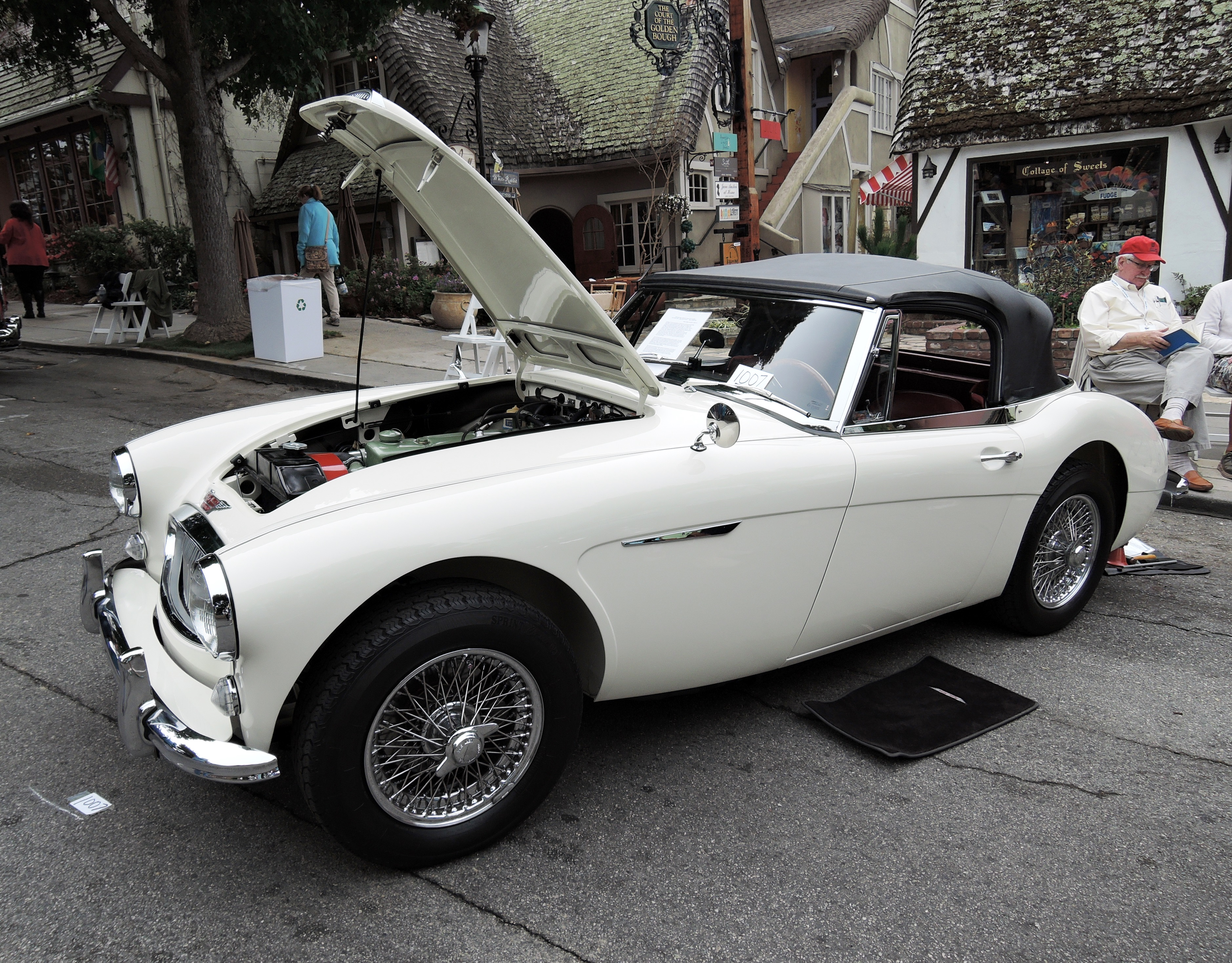 white 1964 Austin Healey 3000 Mark III Phase II BJ8 Convertibe - Concours on the Ave Carmel