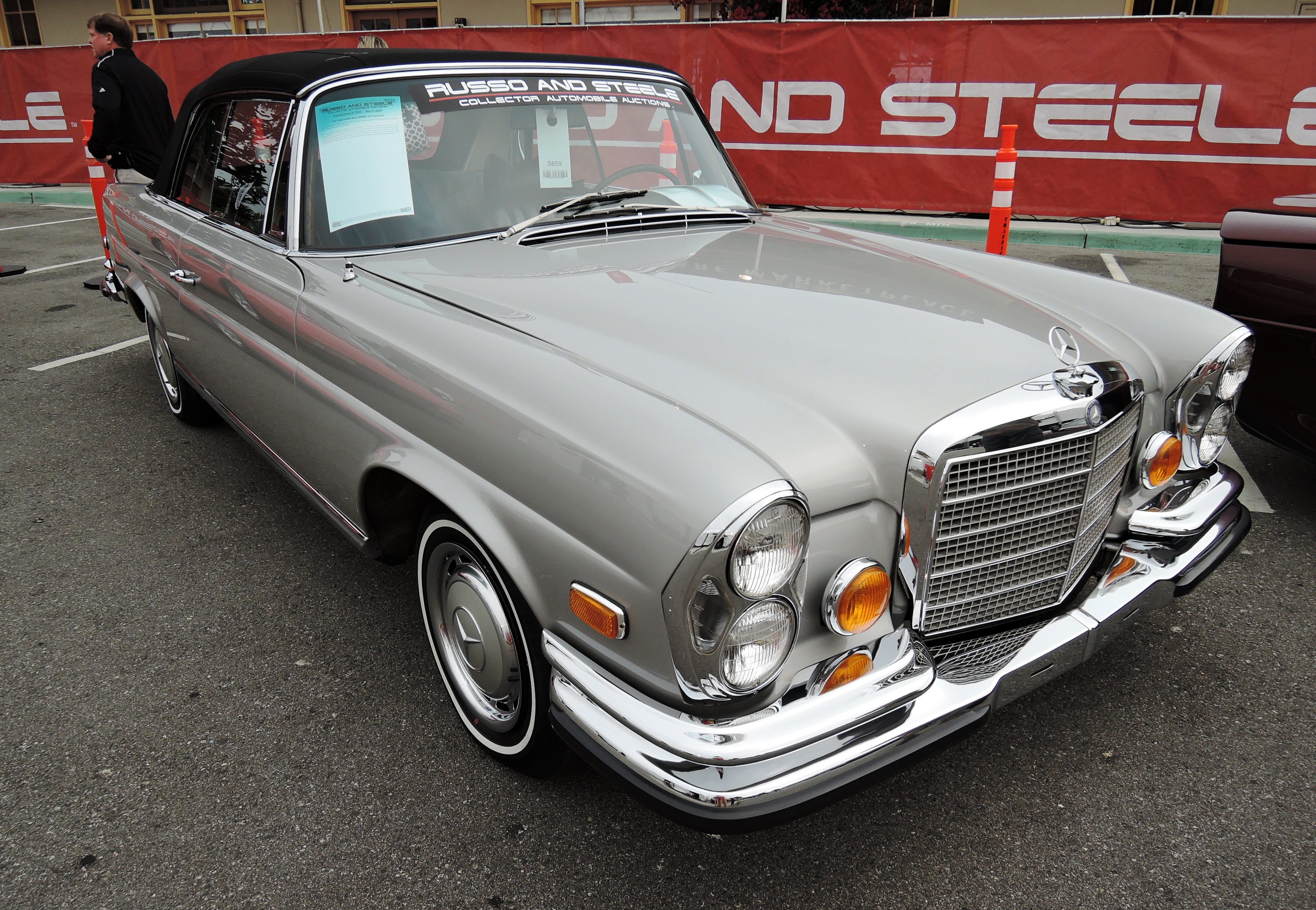 silver/black 1971 Mercedes-Benz 280SE 3.5 Cabriolet - monterey auctions Russo and Steele