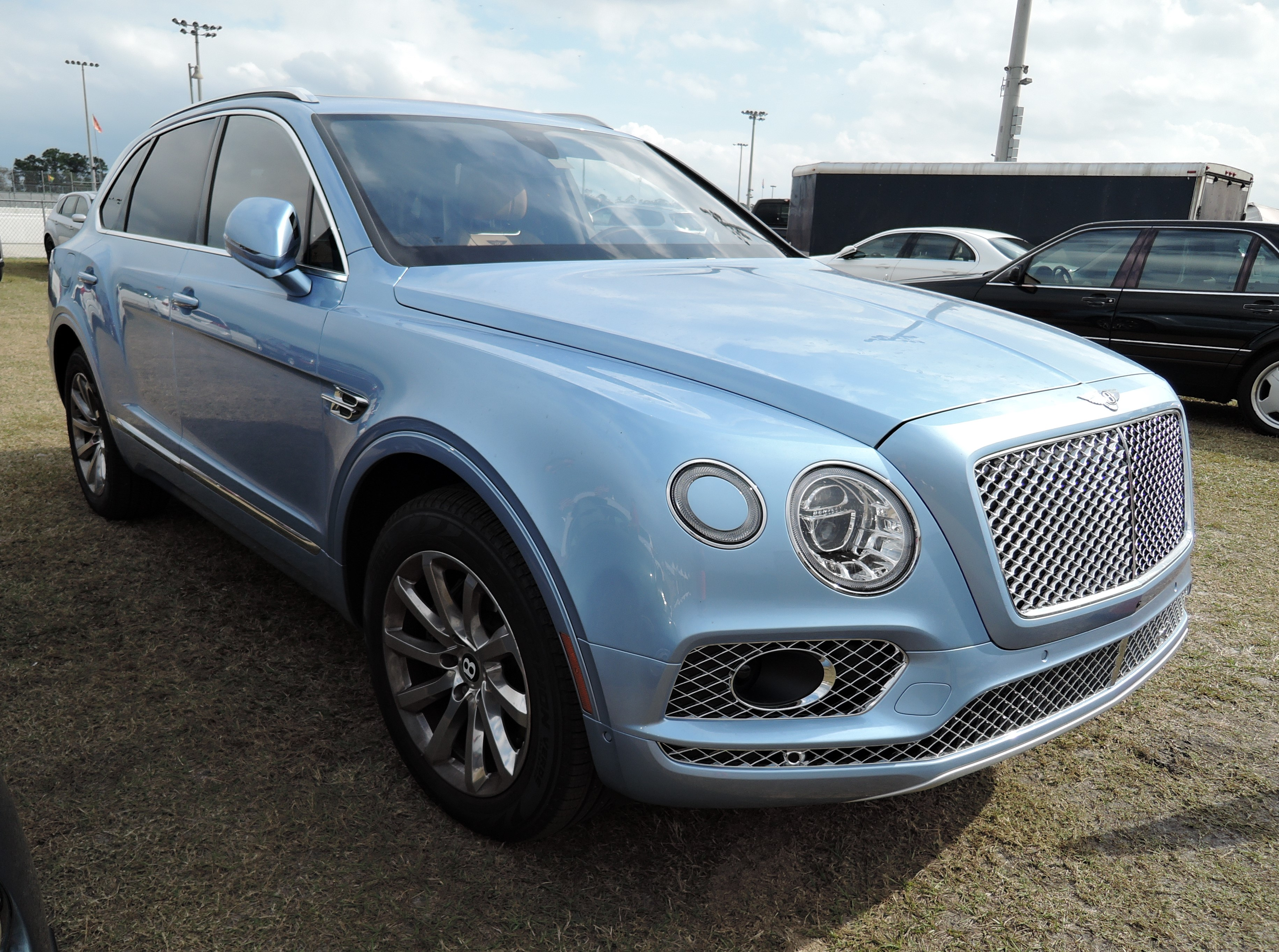blue Bentley Bentayga - Cavallino 2017 - PBIR