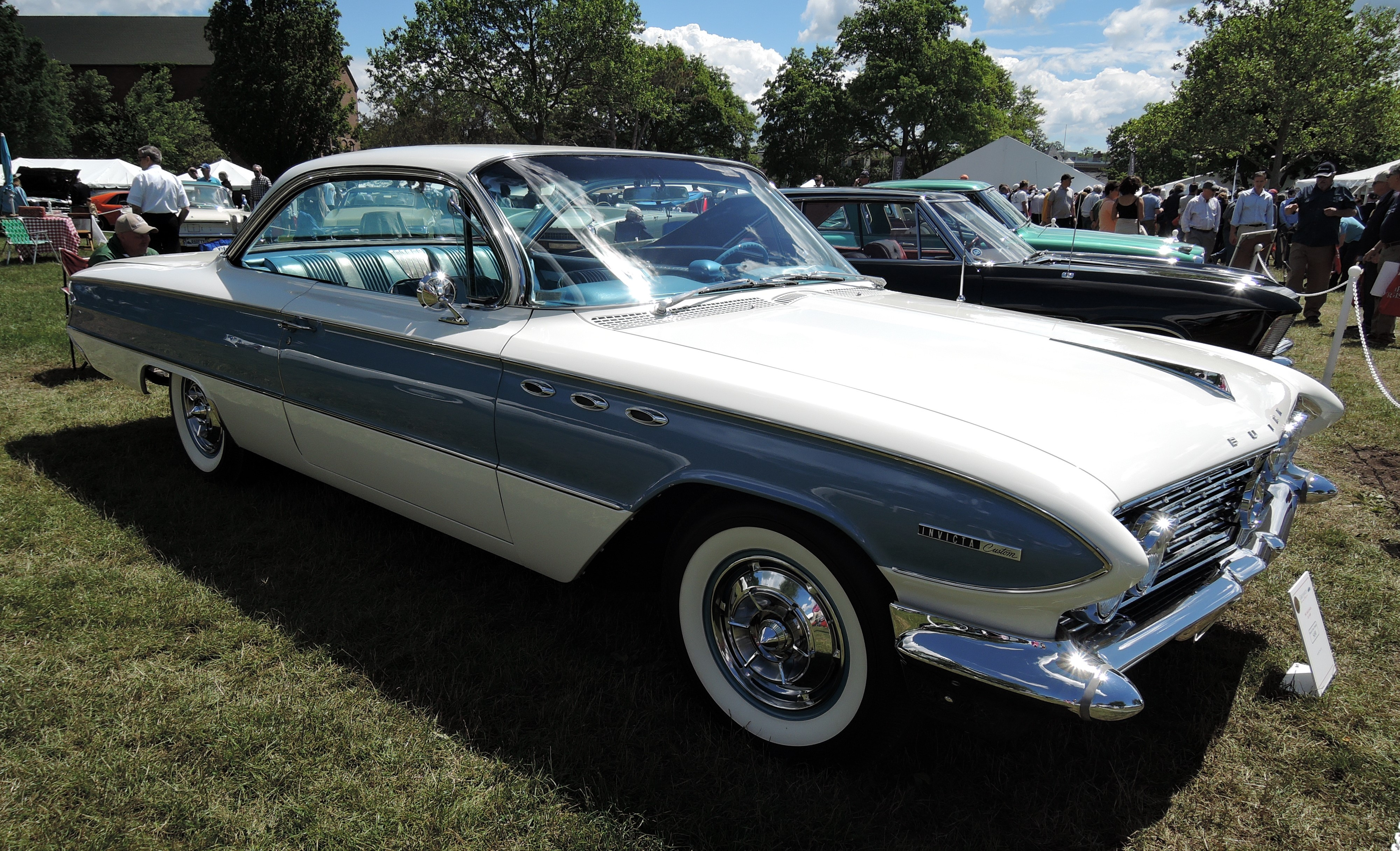 white/blue 1961 Buick Invicta - Greenwich Concours d'Elegance 2017