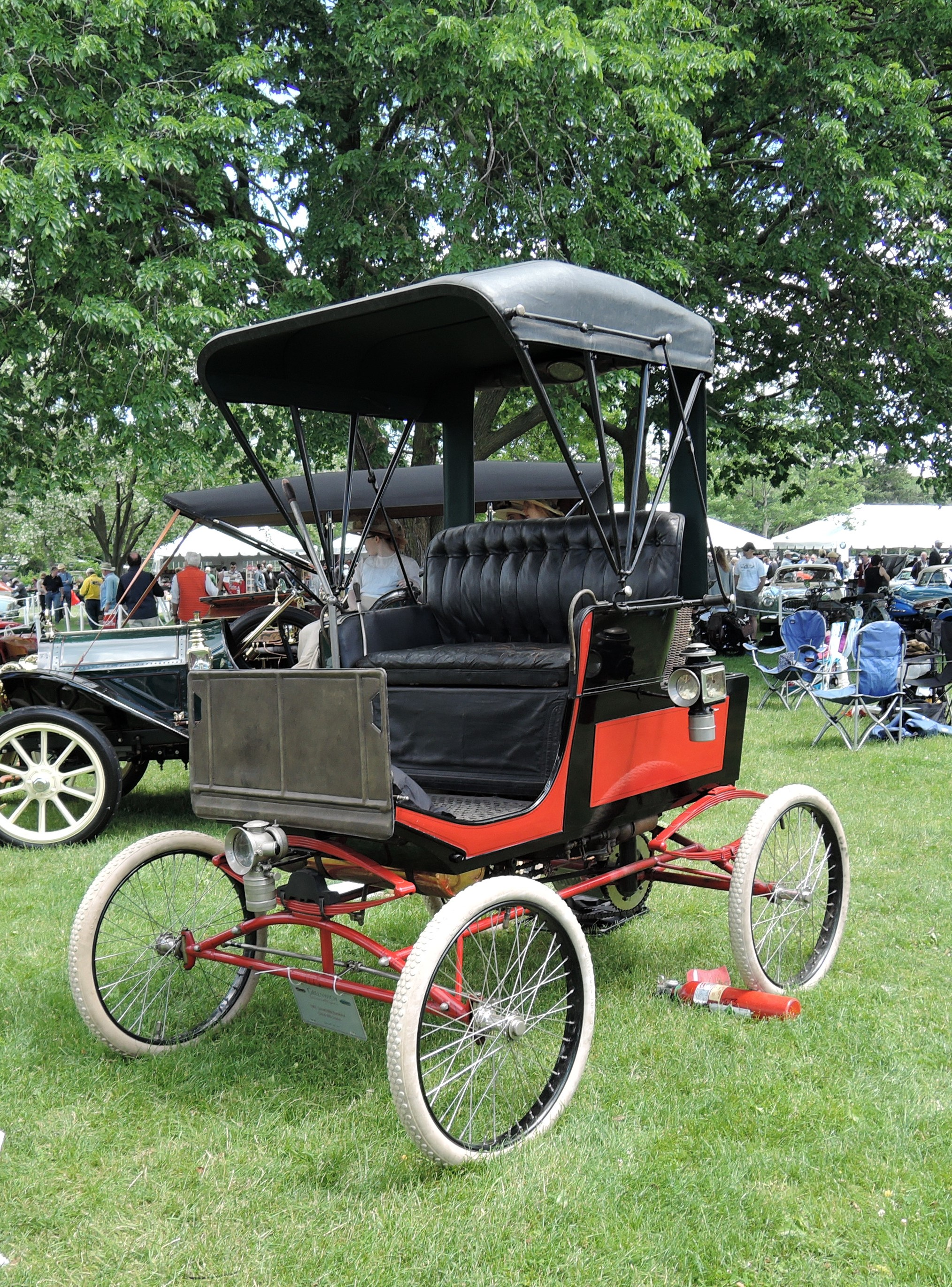 red/black 1901 Locomobile Runabout Steam Car - Greenwich Concours d'Elegance 2017