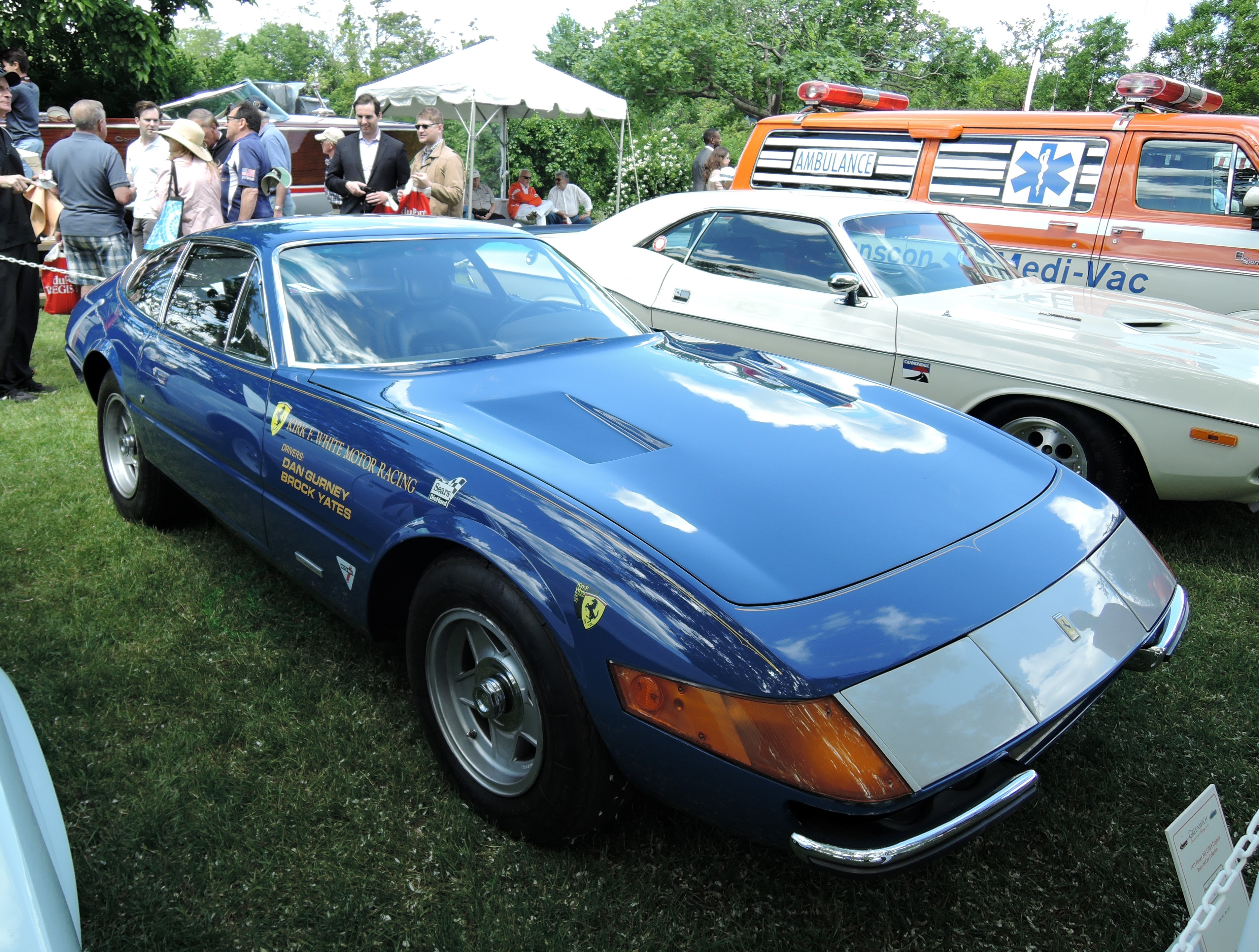 blue Cannonball Run 1971 Ferrari 365 GTB/4 Daytona driven by Dan Gurney and Brock Yates - Greenwich Concours d'Elegance 2017