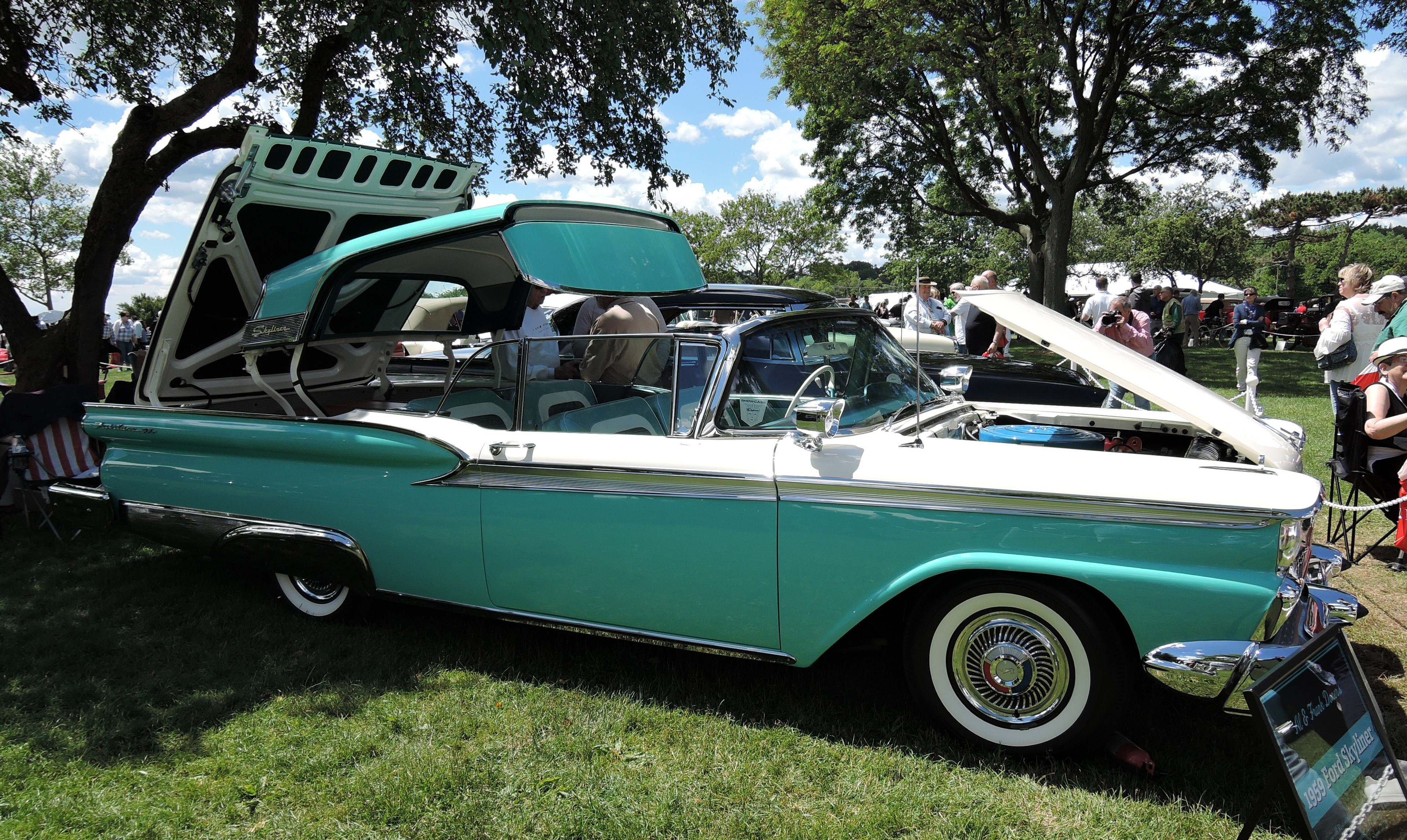 green/white 1959 Ford Fairlane with retractable hard-top - Greenwich Concours d'Elegance 2017