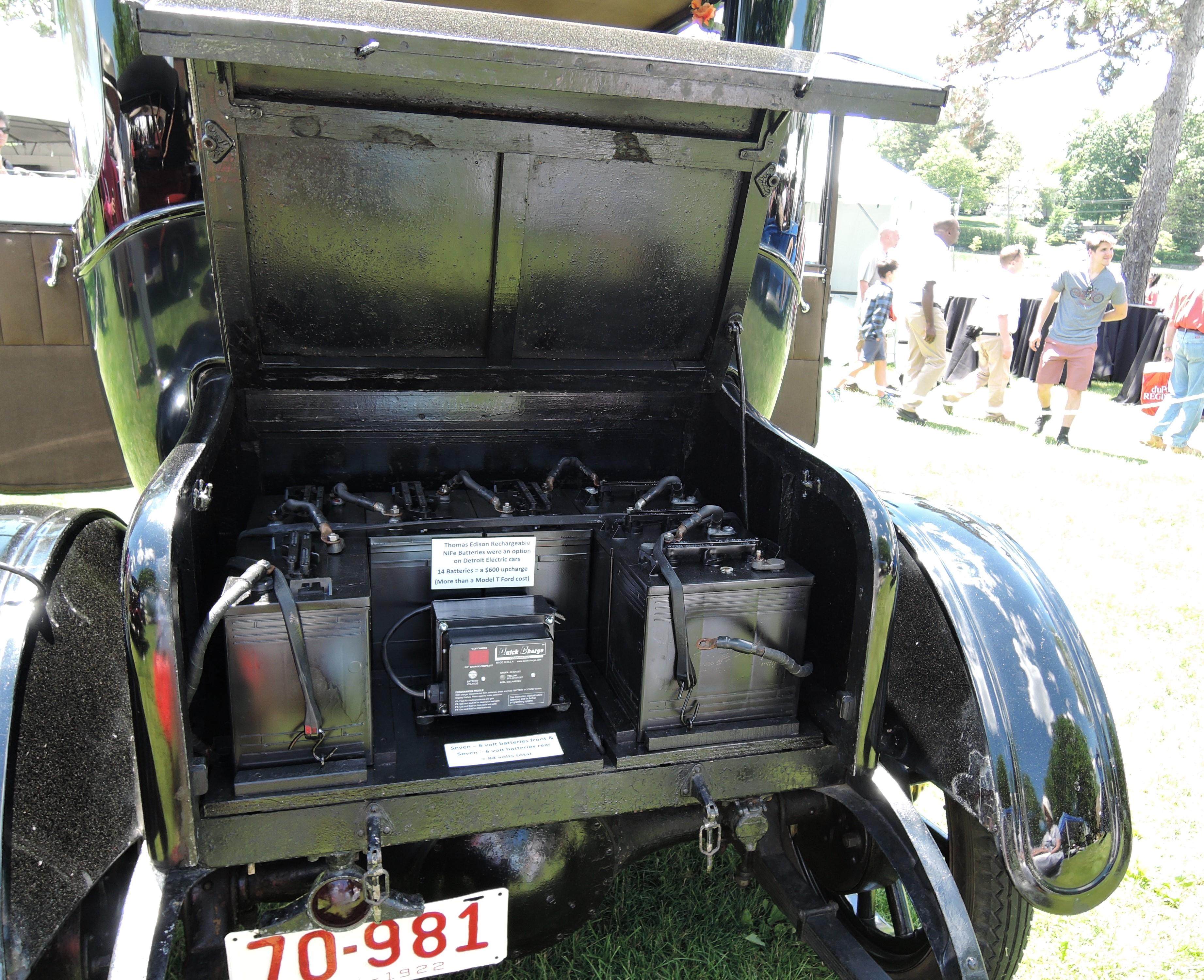 batteries on black 1922 Detroit Electric 90B - Greenwich Concours d'Elegance 2017