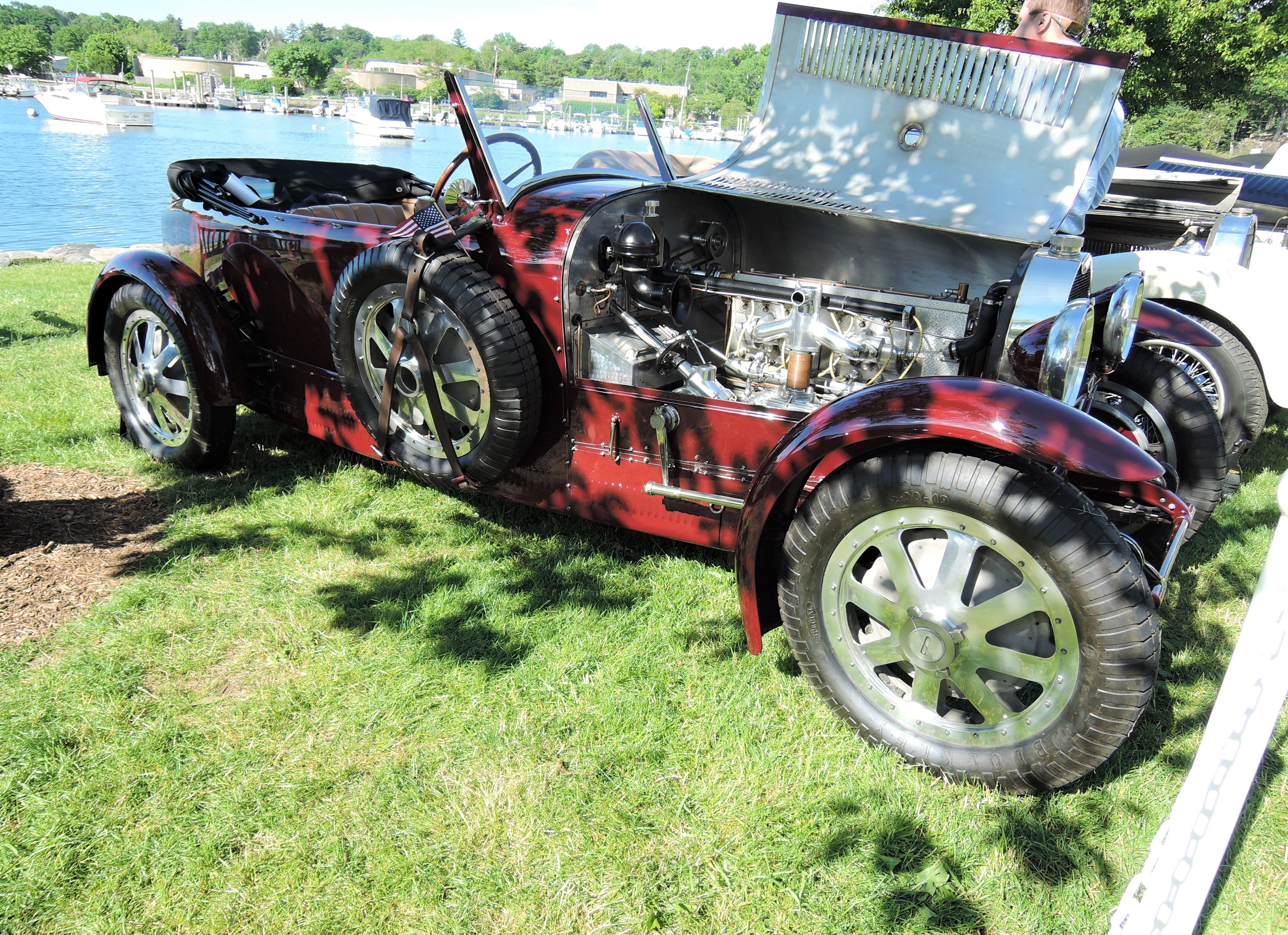 red 1928 Bugatti Type 43 Grand Sport - Greenwich Concours d'Elegance 2017