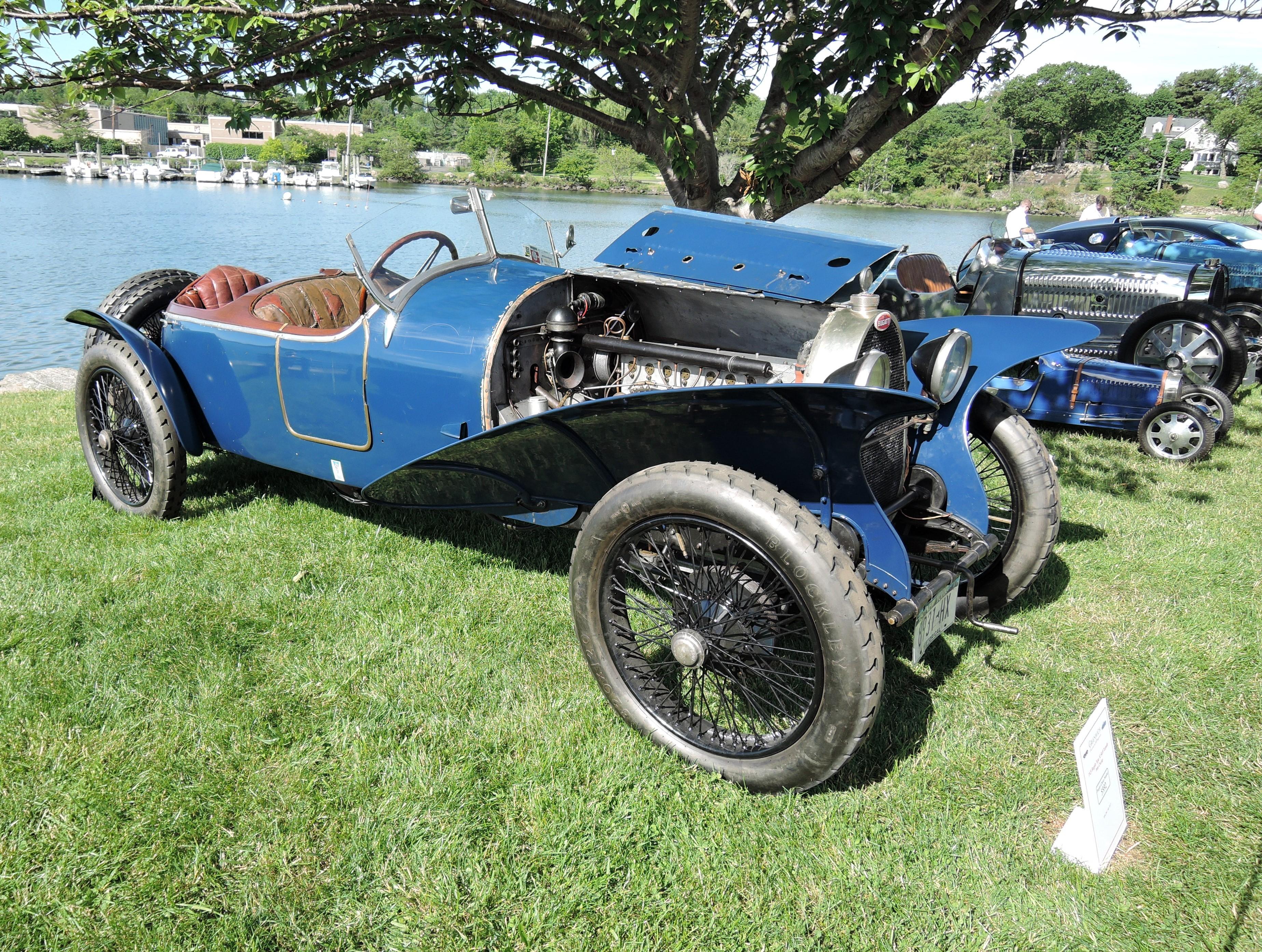 blue 1925 Bugatti Type 30 Skiff Torpedo Type Vizcaya - Greenwich Concours d'Elegance 2017