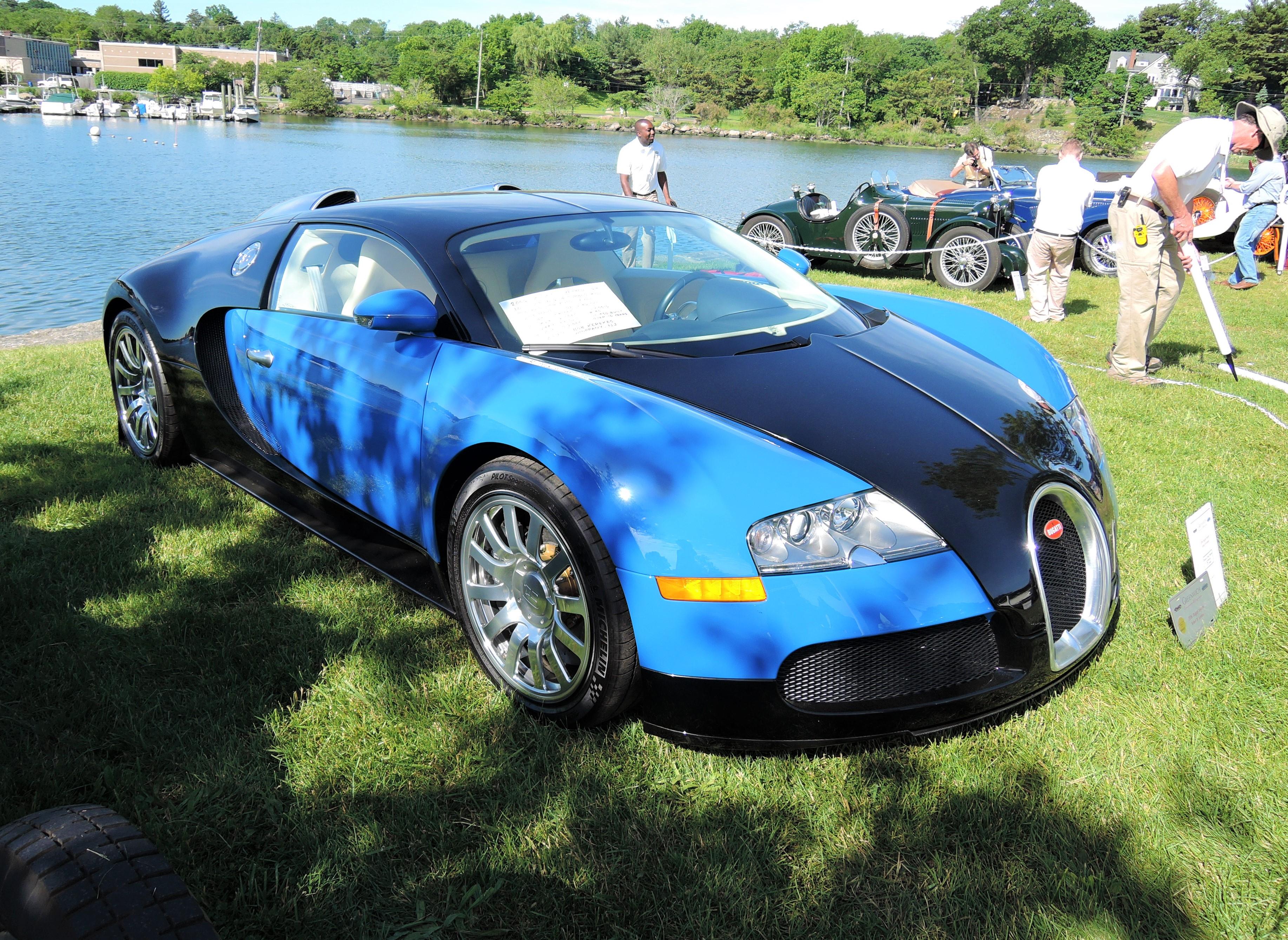blue/blue 2006 Bugatti Veyron - Greenwich Concours d'Elegance 2017