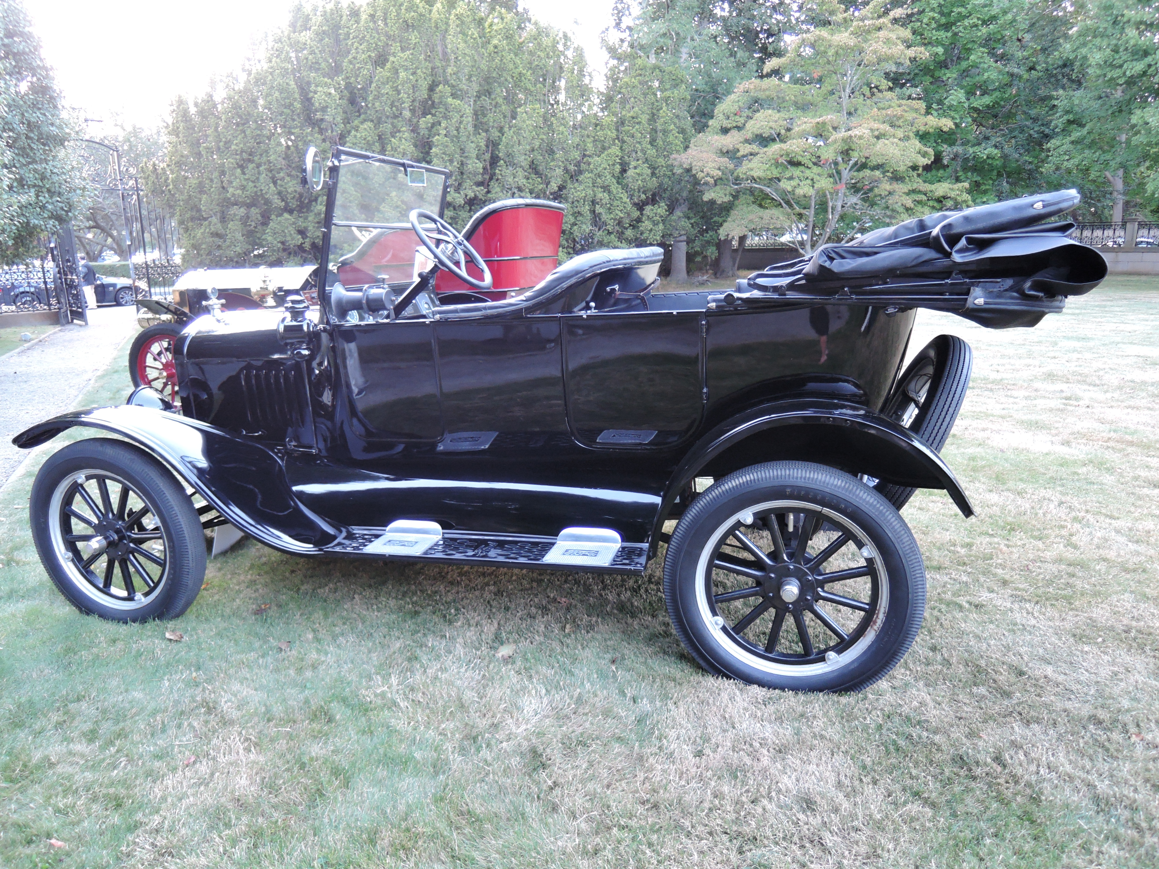 blue 1925 Ford Model T Touring - Audrain Auto Museum Gala 2017