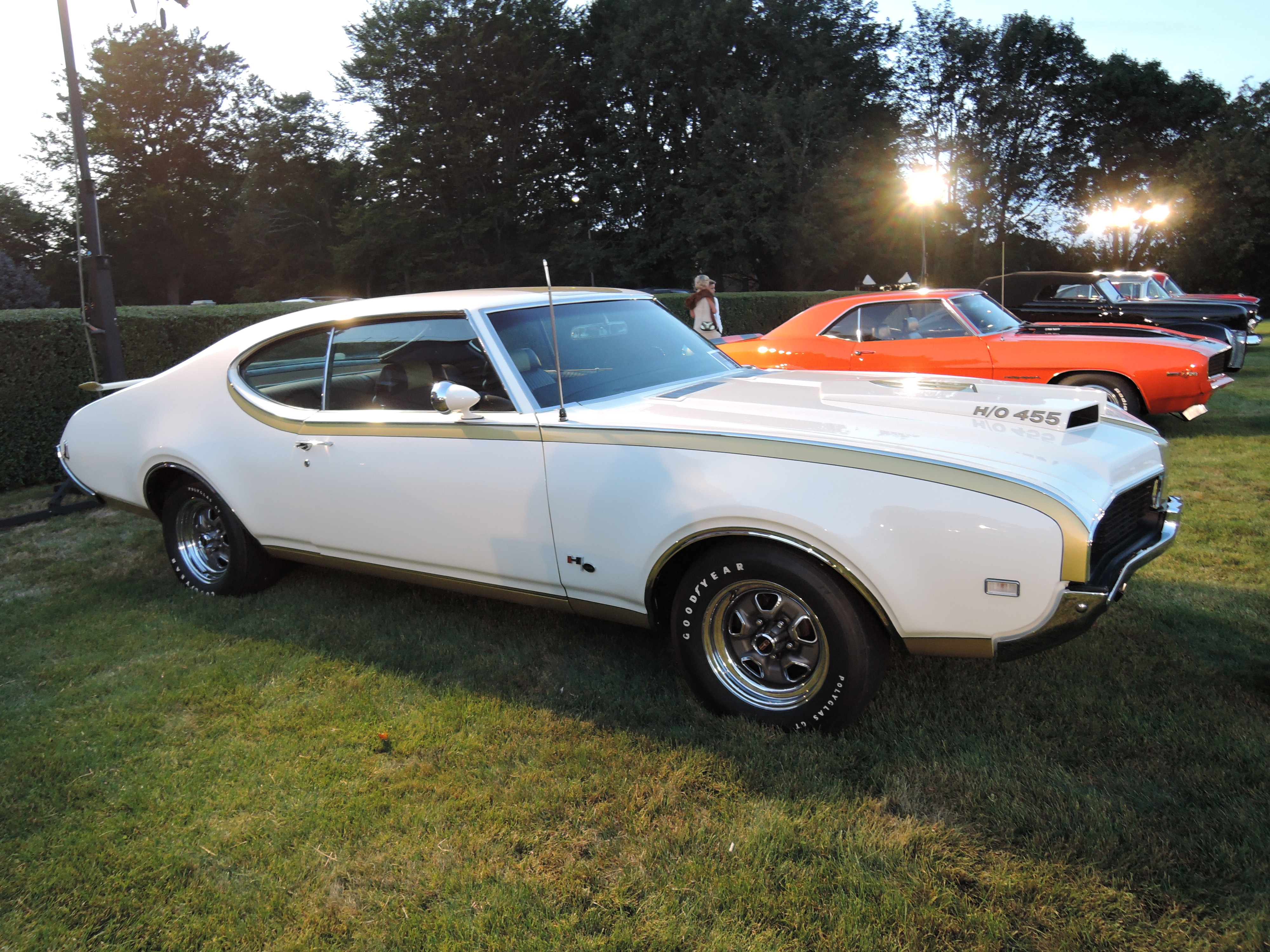 white/gold 1969 Oldsmobile 442 Coupe - Audrain Auto Museum Gala 2017