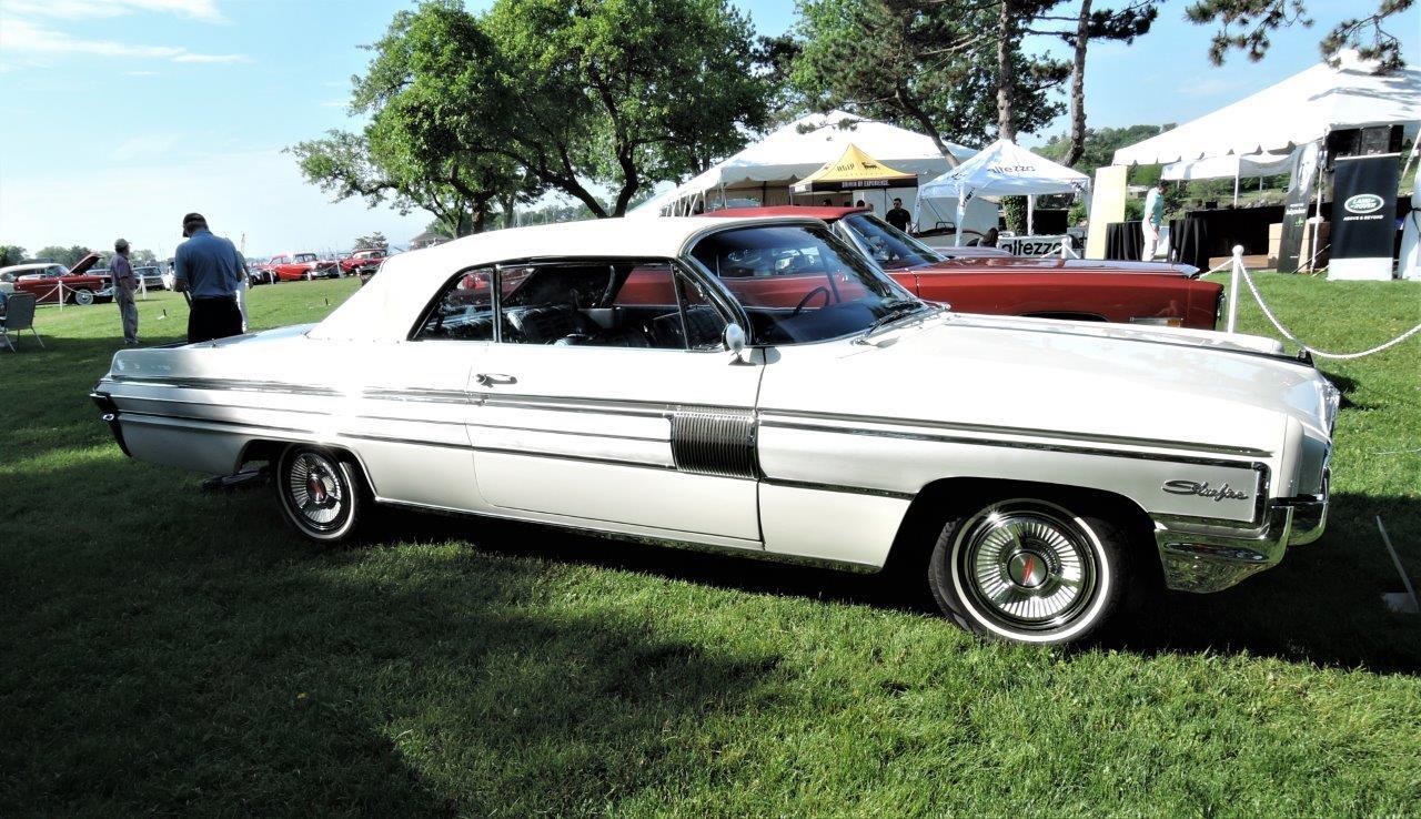 white 1962 Oldsmobile Starfire - 2018 Greenwich Concours Americana