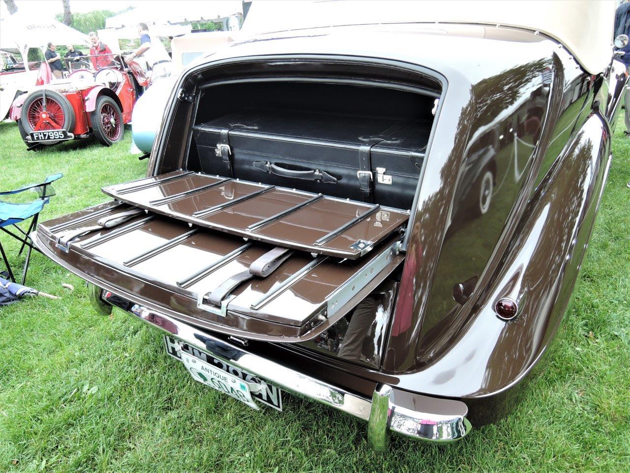 tan/brown 1947 Rolls-Royce Silver Wraith  - 2018 Greenwich Concours International