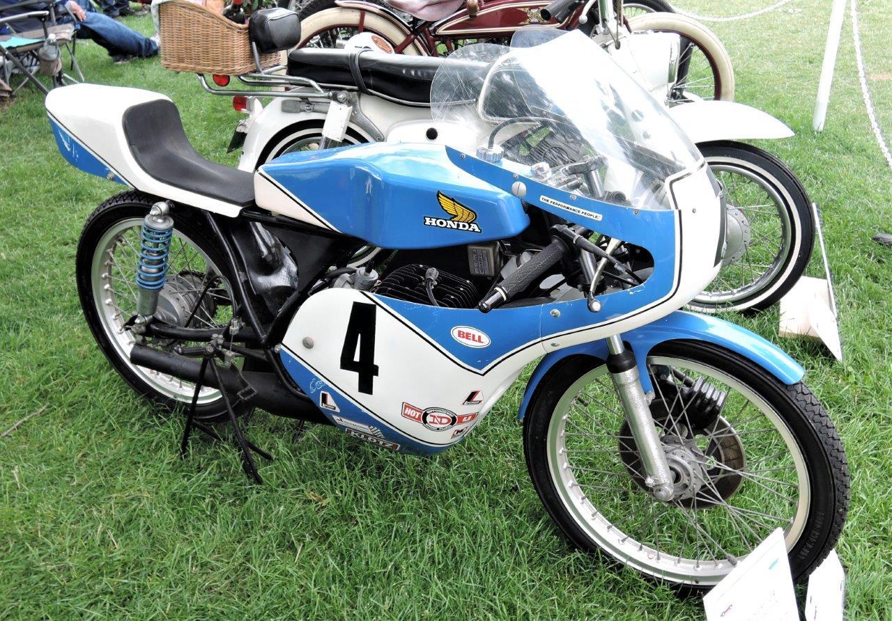 blue/white 1977 Honda MT125R - 2018 Greenwich Concours International